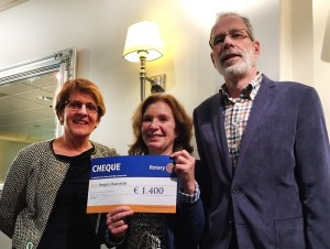 uitreiking cheque rotery 2016.jpg